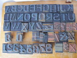 antique-wood-printing-press-alphabet-numbers
